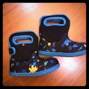 Winter snow boots for kids. Size kids US 9, 25 EU